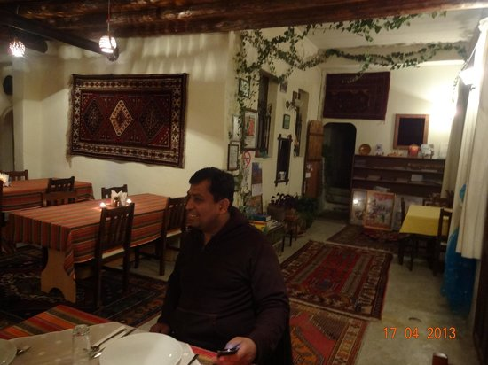 Kemal's Guest House: The cosy dining area ...
