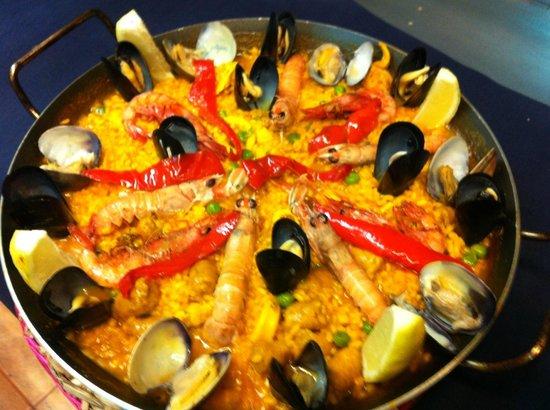 paella selvatana es unas de las especialidades de la casa ,suele ser mixta o solo de marisco .