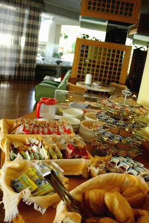 Hotel Scogliera: Il buffet della colazione
