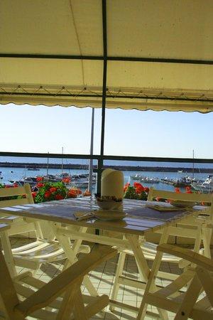 Hotel Scogliera: Il balcone allestito per la colazione