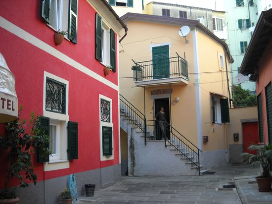 Crismar Hotel : The yellow building was the apartment