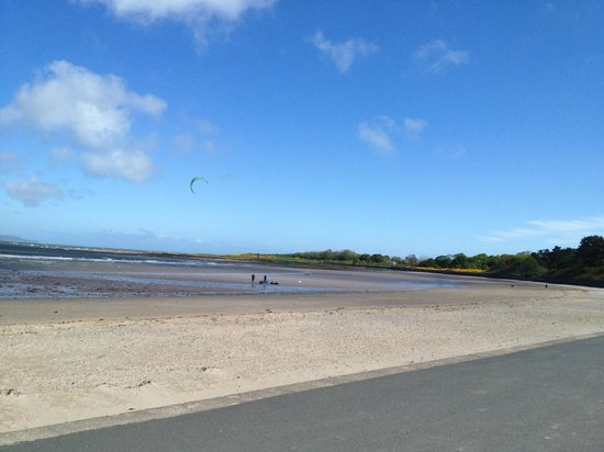 Ballyholme Beach: Used frequently by kite surfers
