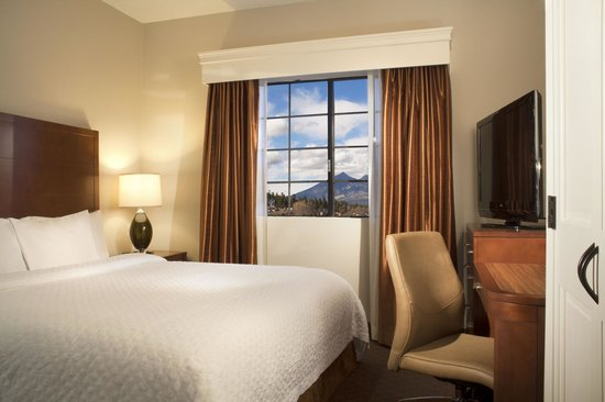 Embassy Suites by Hilton Flagstaff: King Suite Embassy Suites Flagstaff