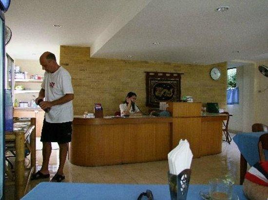 Divers Inn: Main Lobby