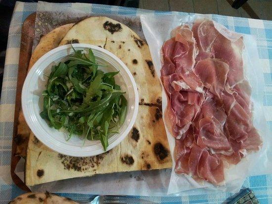 Pizzeria Da Cardone: focaccia rucola e prosciutto