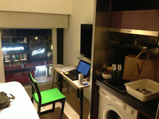 V Causeway Bay Hotel and Serviced Apartments : View of McDonalds.