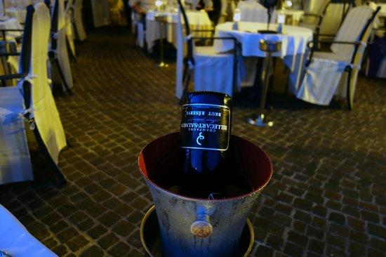 Les Deux Freres: Champagne
