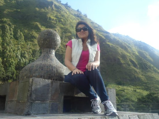 ساماري سبا ريزورت: Toda el lugar está rodeado de imponentes y hermosas montañas