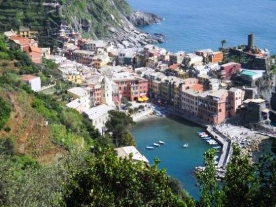5 Terre Gulf of the Poets : view of Vernazza from hiking path so don't really need boat