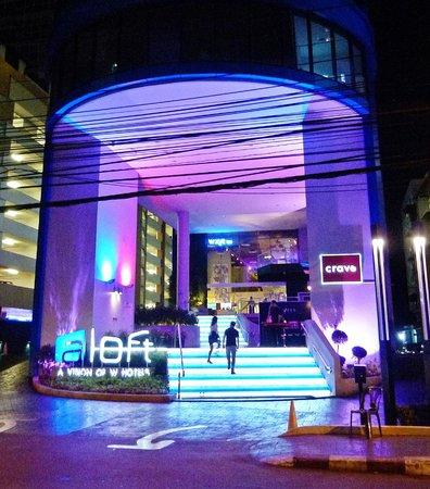 Aloft Bangkok - Sukhumvit 11: entrance at night