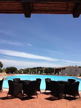 Grand Hotel in Porto Cervo: zona bar che affaccia sulla piscina