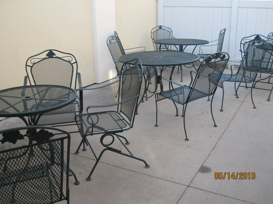 Comfort Inn I-90: Outdoor breakfast area