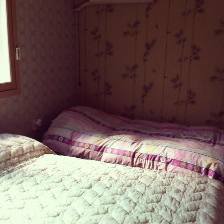 Goldenpond Guesthouse: In a room for 3