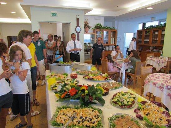 Hotel Internazionale: Buffet en salle à manger