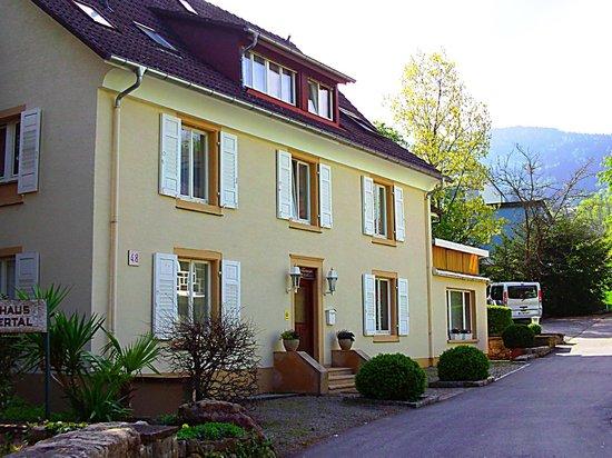 Außenansicht - Eingang zum Landhaus Weilertal