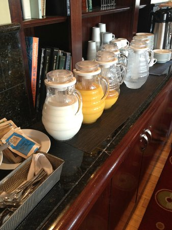 Alluvian Hotel: selection of juices and coffee