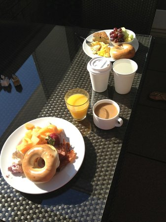 Alluvian Hotel: Breakfast on the terrace was very nice