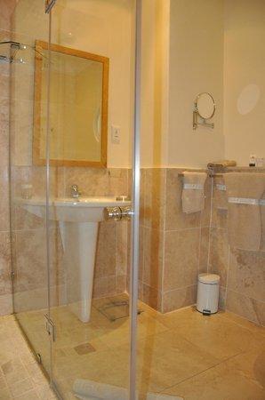 Vetho House: Standard Double En-Suite Bathroom