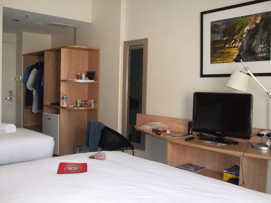 ibis Perth: room