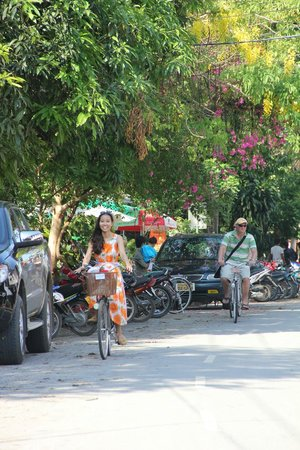 The Luang Say Residence: enjoy our bicycle (complimentary by hotel) riding around town