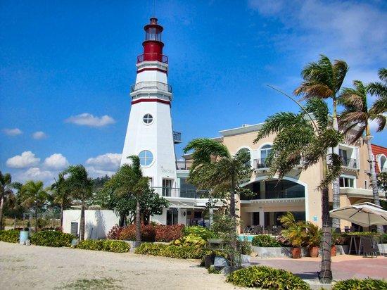 Vista Marina Hotel and Resort: ホテルの目の前にある灯台