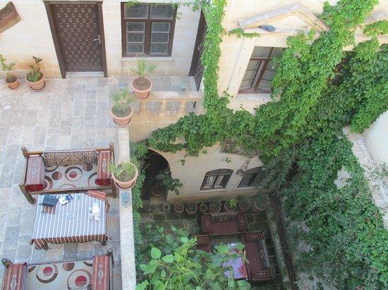 Otel Urhay: de binnenplaats
