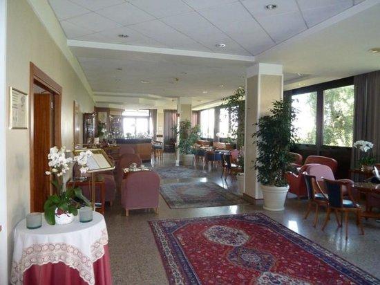 Grand Hotel Diana Majestic: Foyer