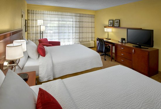 Courtyard Lincroft Red Bank: Double/Double Guest Room