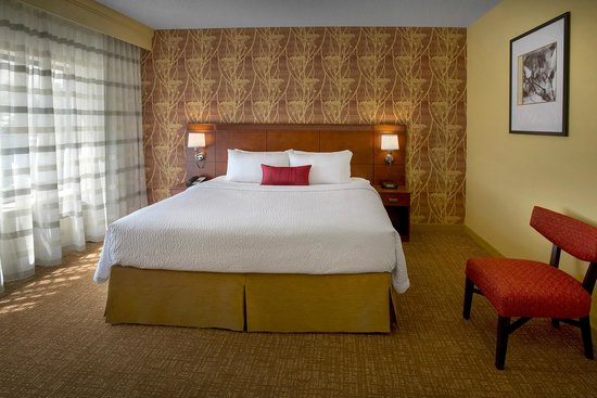 Courtyard by Marriott Lincroft Red Bank: King Suite