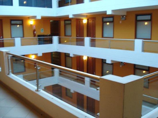 Victoria Regia Hotel & Suites: VISTA PARCIAL DEL HOTEL