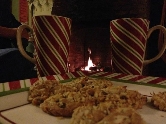 Inn by the Bandstand: Cookies & Cocoa