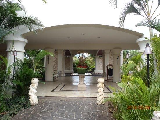 Hilton Mauritius Resort & Spa: l'entrée principale de l'hôtel