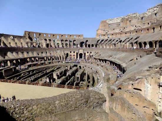 Int rieur du colis e picture of colosseum rome for Interieur u arena