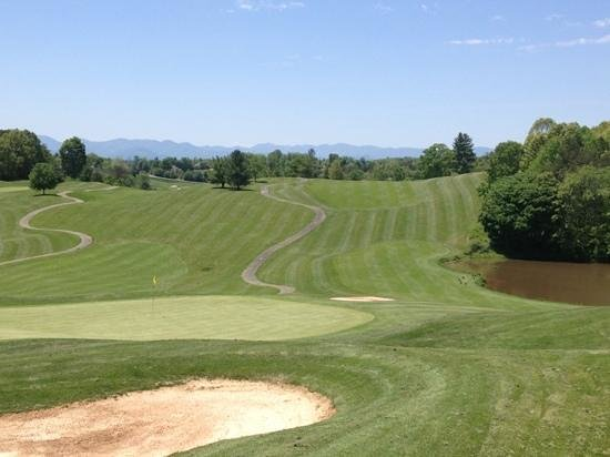 Reems Creek Golf Club: looking back up 18 with mountains in background