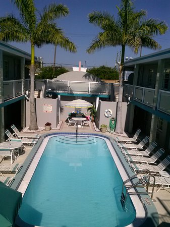 Camelot Beach Resort: Camelot Pool