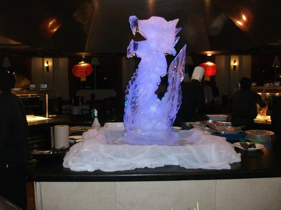 Ocean Maya Royale: Ice carving in dining area