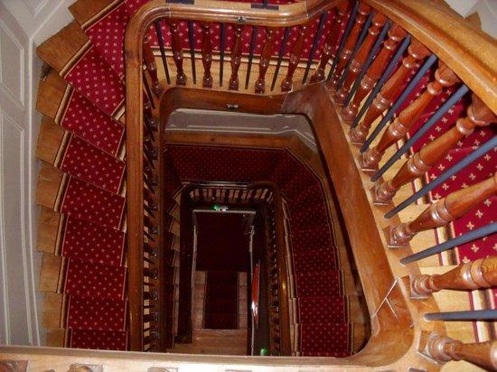La Villefromoy : le super escalier dans le bâtiment principal