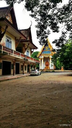 Wat Suwan Kuha (Cave Temple): around