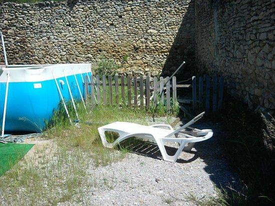 Domaine du Chene Vert : Autour de la piscine