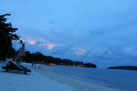 Muang Kulaypan Hotel: hotel beach front