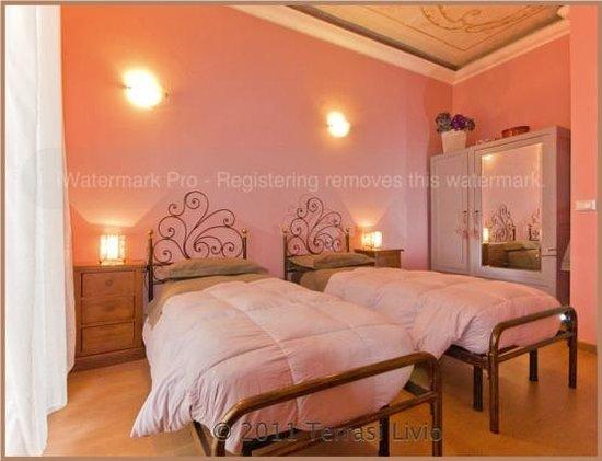 Pensione Duca : camera rosa doppia