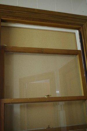 Alishan International Guest House: Fenster im Bad