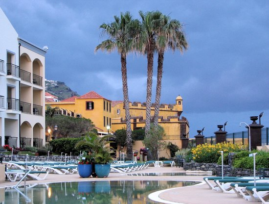 Porto Santa Maria Hotel: Hotel grounds and old fort