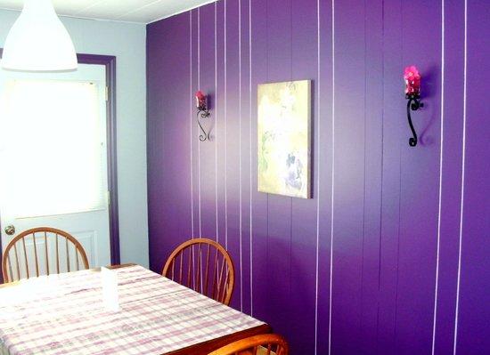 Chambre avec cuisinette picture of motel fleur de lys for Chambre de commerce de magog