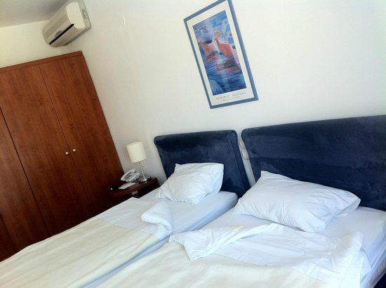 Adonis Hotel: comfortable beds!!