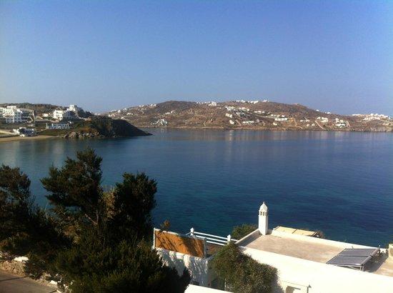 ميكونوس أدونيس هوتل: view of ocean from the street just below the hotel
