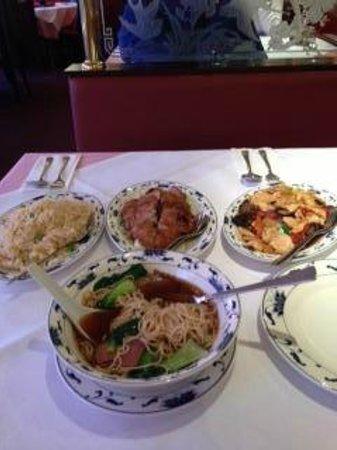 Shanghai Restaurant : tagliatelle, riso pollo/verdure, anatra firtta, pollo funghi/bambù