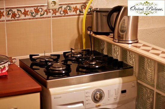 Orucu Palace Apartments: Equipment from the Kitchen