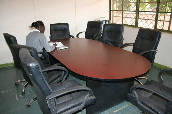 Sadili Oval B & B: Board Room