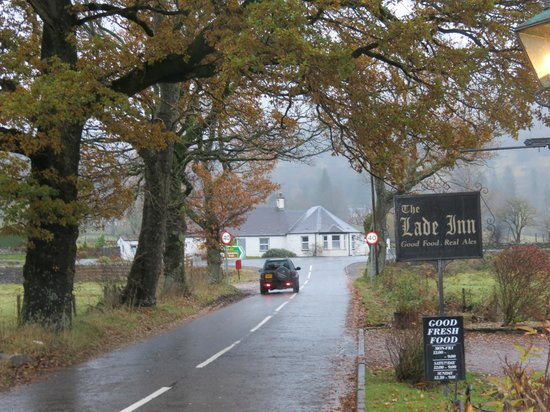 The Lade Inn : View down the road